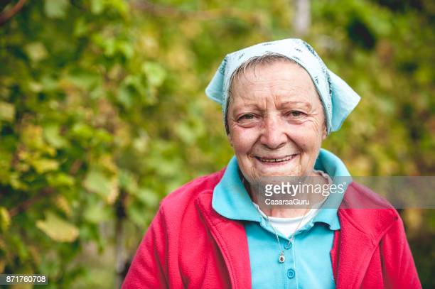 portrait of senior adult woman on vineyard - parte do corpo humano imagens e fotografias de stock