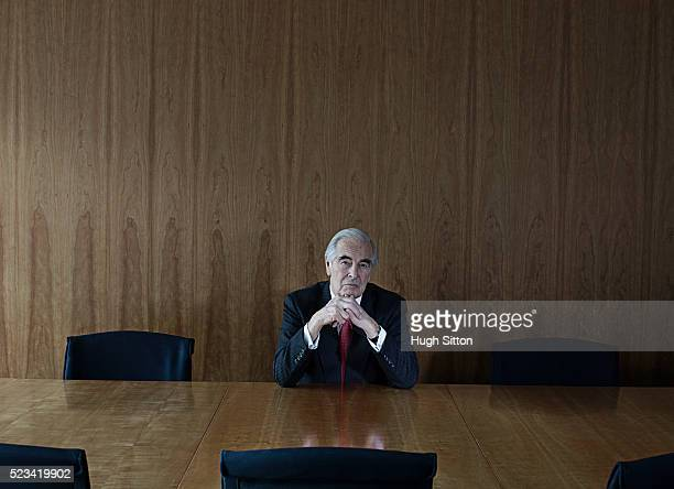 portrait of senior businessman in boardroom - hugh sitton - fotografias e filmes do acervo
