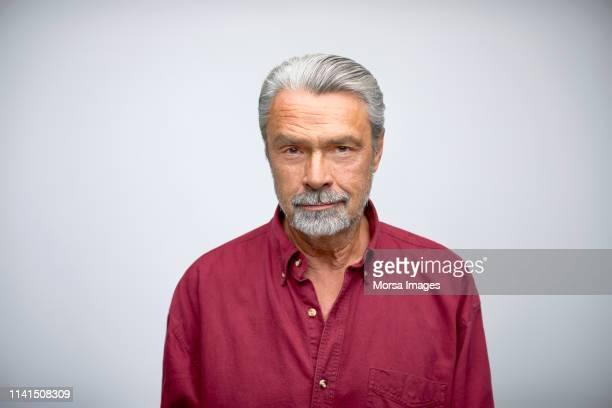 portrait of senior businessman wearing shirt - roupa formal - fotografias e filmes do acervo