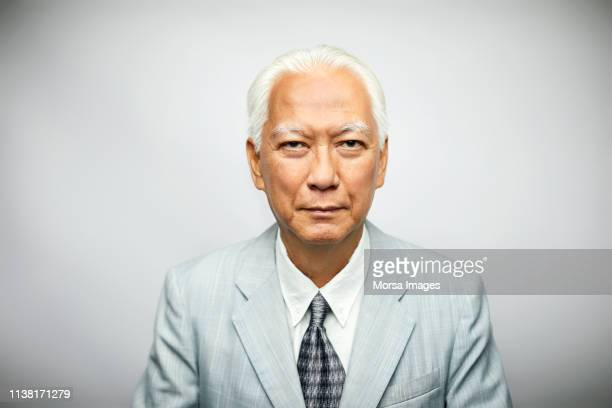 portrait of senior businessman wearing suit - china oost azië stockfoto's en -beelden