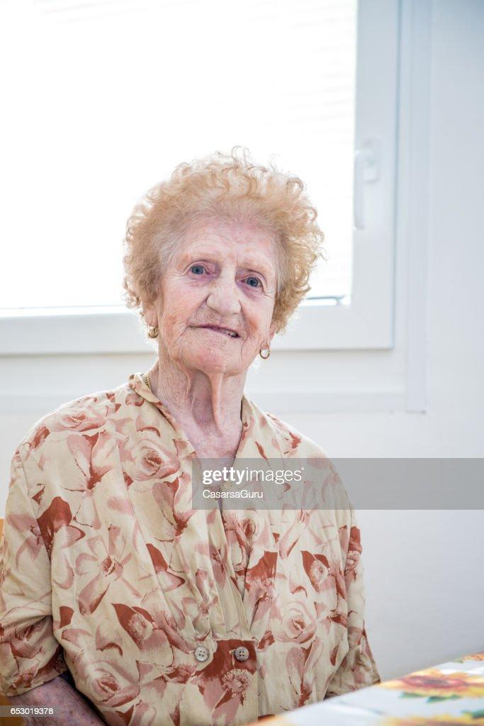 Portrait de femme âgée : Photo