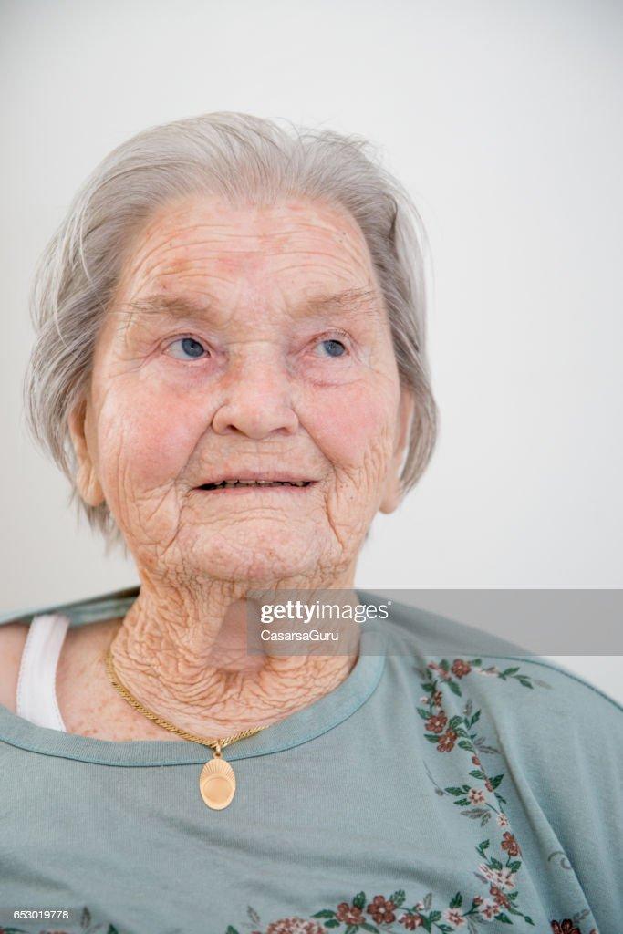 Porträtt av Senior Kvinna : Bildbanksbilder