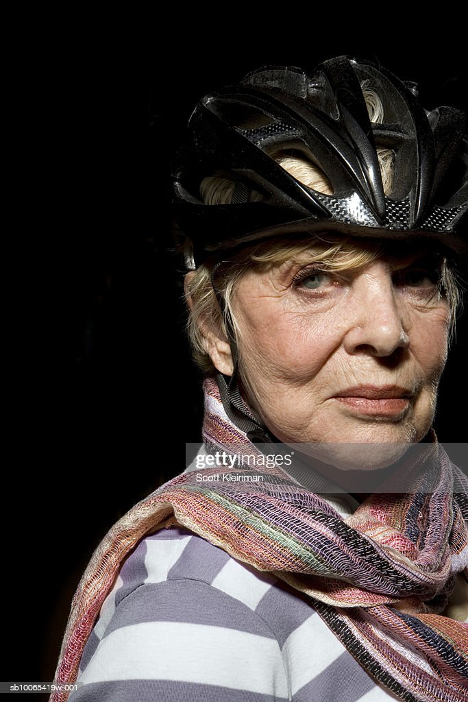 Portrait of senior woman wearing mountain biking helmet, studio shot : Foto stock