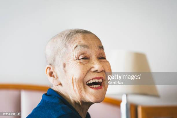 portrait of senior woman with cancer - healthcare stock pictures, royalty-free photos & images