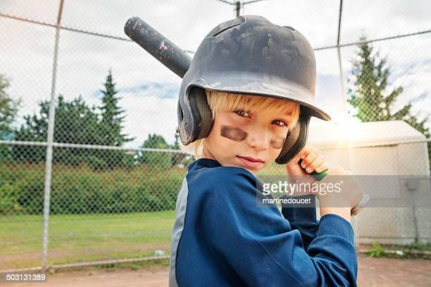 """retrato de niño pequeño graves listo para jugar al béisbol. - """"martine doucet"""" or martinedoucet fotografías e imágenes de stock"""