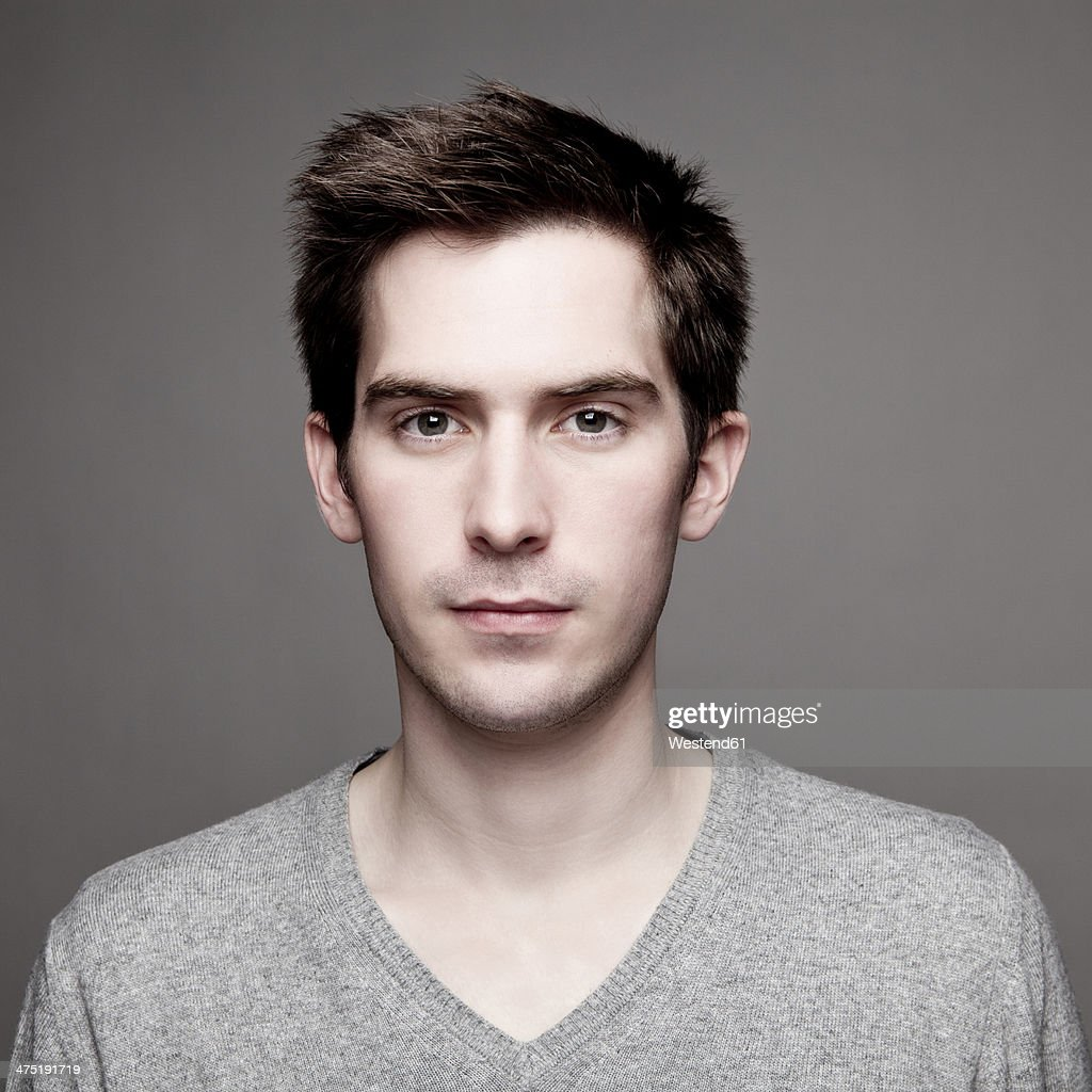 Portrait of serious looking young man, close-up : Stock-Foto