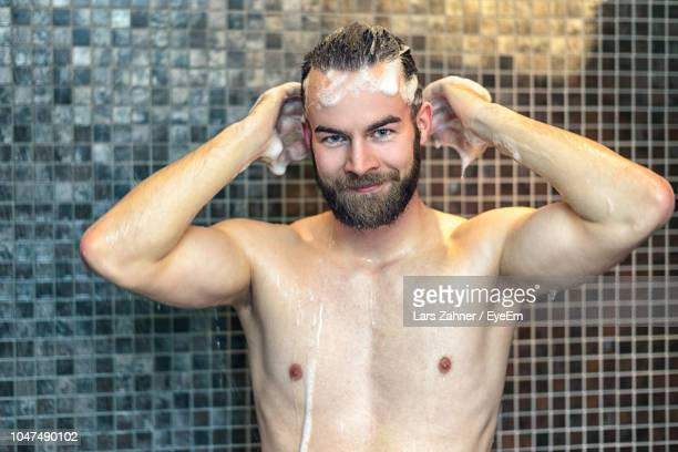 portrait of shirtless man in bathroom - homme sous la douche photos et images de collection