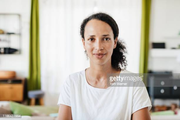 portrait of single mom - looking at camera stock pictures, royalty-free photos & images