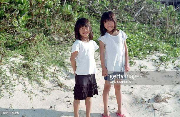 portrait of sisters - girls with short skirts - fotografias e filmes do acervo