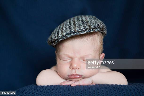 portrait of sleeping newborn with cap - flat cap stock pictures, royalty-free photos & images