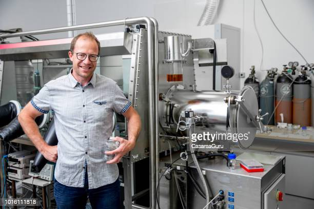 portrait of smiling adult man researcher in laboratory - stem assunto imagens e fotografias de stock