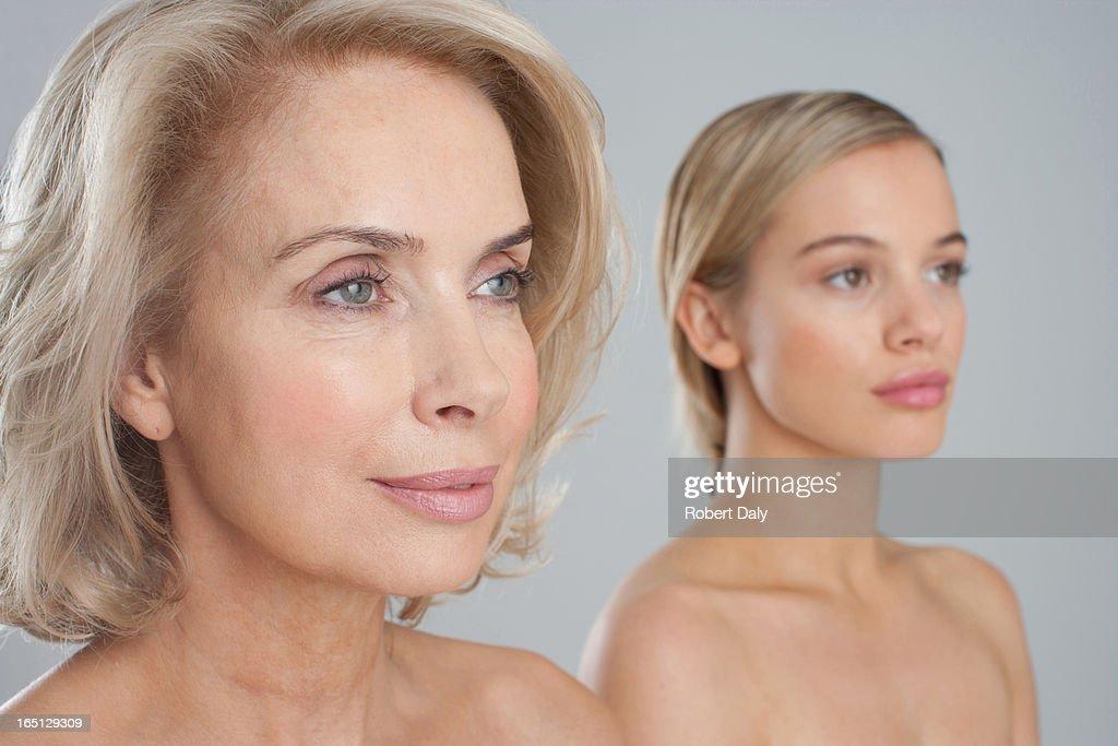Porträt Von Lächelnd Nackte Chested Mutter Und Tochter Stock-Foto ...