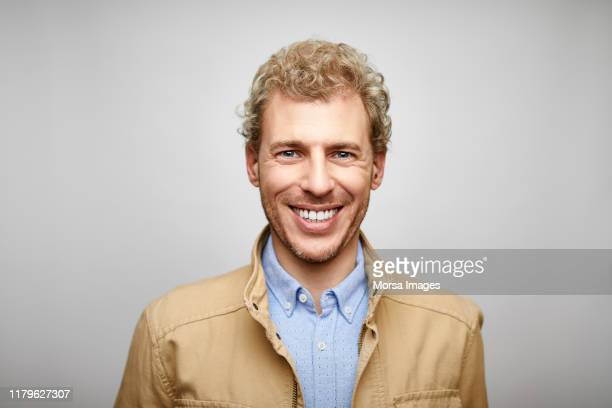 portrait of smiling blond male design professional - cheveux blonds photos et images de collection