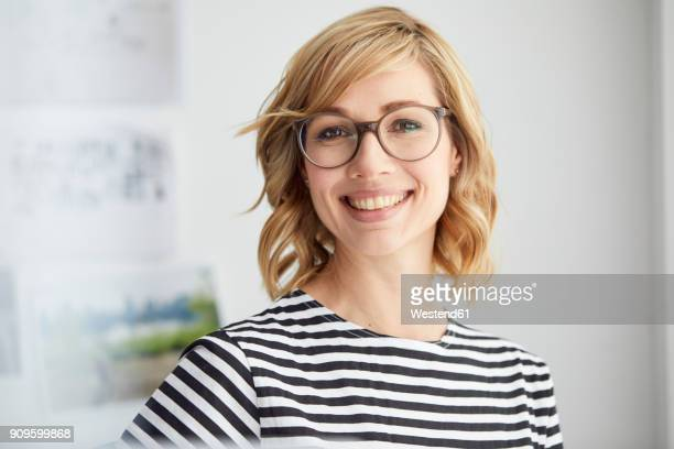 portrait of smiling blond woman, glasses - 35 39 jahre stock-fotos und bilder