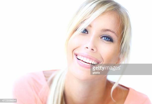 ritratto di sorridente donna bionda mette. - gilaxia foto e immagini stock
