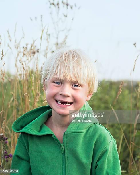 portrait of smiling boy - レクサンド ストックフォトと画像