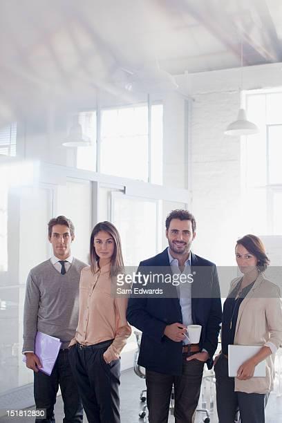 portrait of smiling business people in office - vier personen stock-fotos und bilder