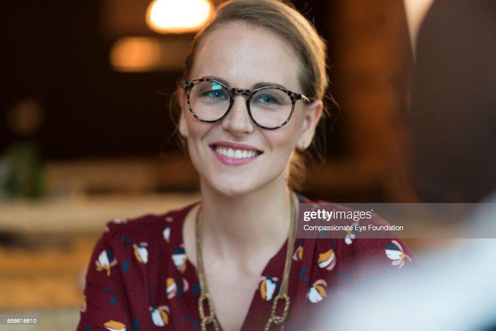 Portrait of smiling businesswoman in cafe : Stock-Foto