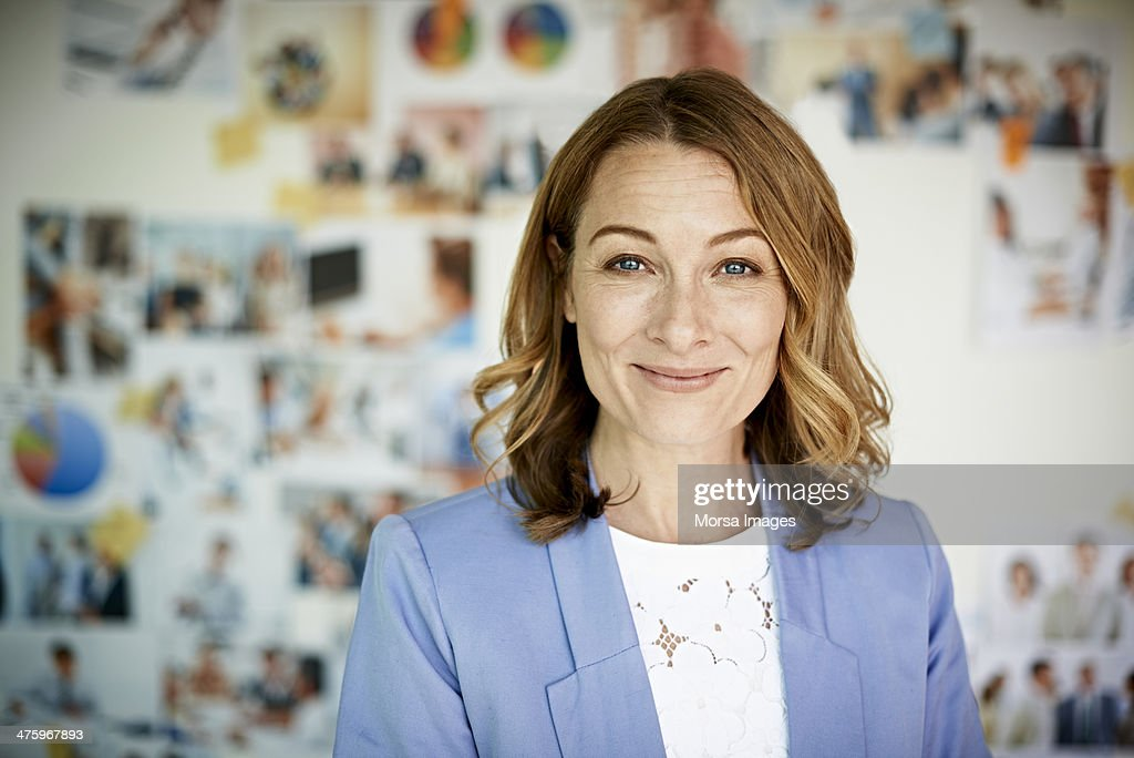 Portrait of smiling businesswoman : Stock-Foto