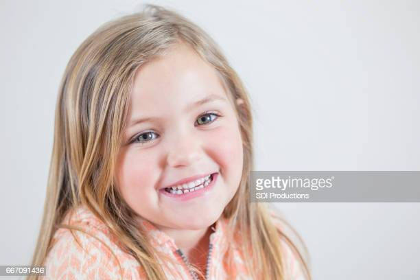 portrait of smiling caucasian girl - green eyes stock pictures, royalty-free photos & images