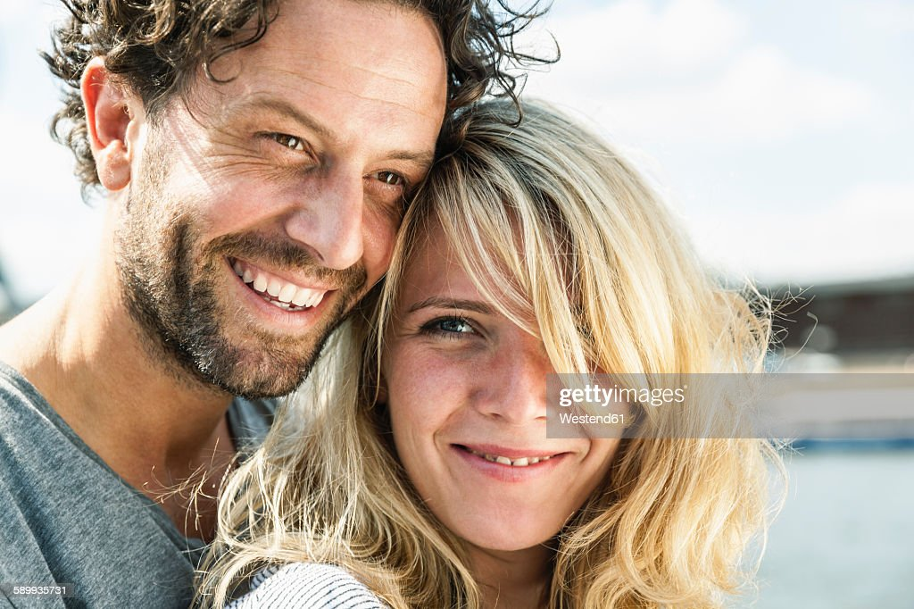 Portrait of smiling couple outdoors : Stock-Foto
