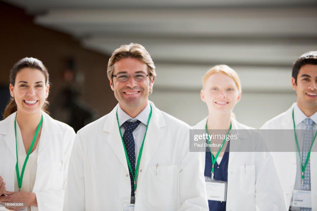 Portrait of smiling doctors : Stockfoto