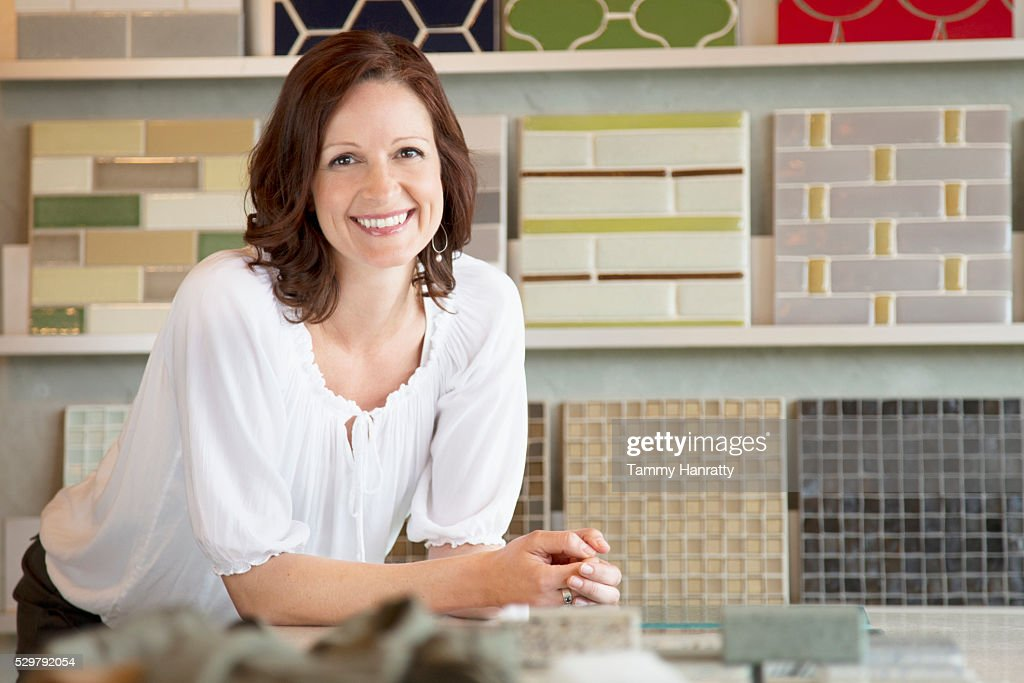 Portrait of smiling female in store : Foto de stock