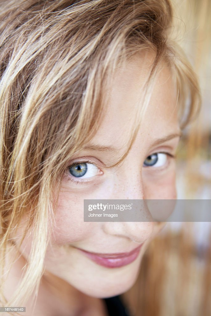 Portrait of smiling girl : Stock Photo