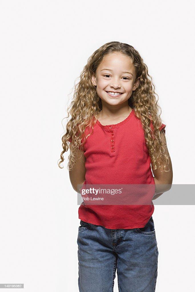 Portrait of smiling girl (8-9), studio shot : Foto de stock