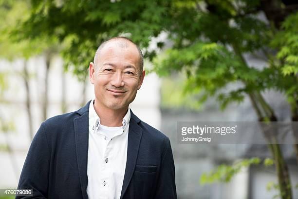 笑顔の日本人男性のポートレート - 日本人のみ ストックフォトと画像