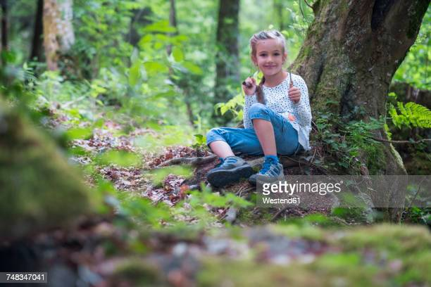 portrait of smiling little girl in the woods - snag tree stock pictures, royalty-free photos & images