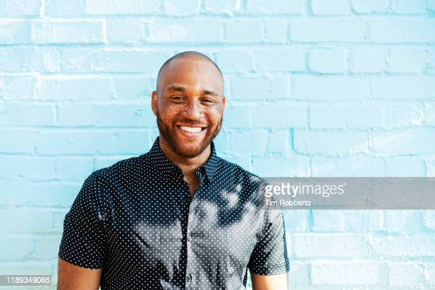 portrait of smiling man - looking at camera stock pictures, royalty-free photos & images