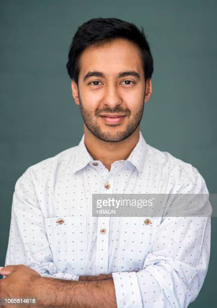 portrait of smiling mid adult man against wall - colletto foto e immagini stock