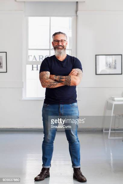 portrait of smiling muscular caucasian hipster man - images stock-fotos und bilder