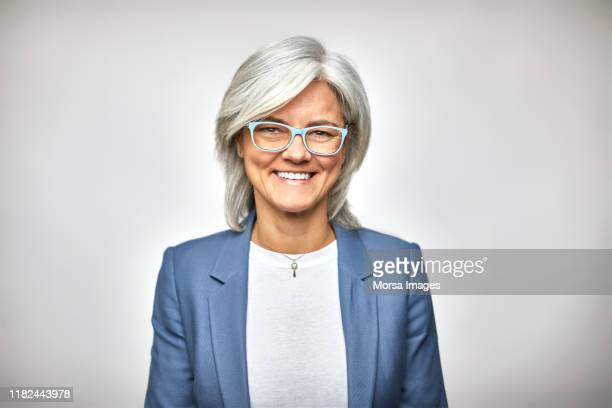 portrait of smiling senior executive in eyeglasses - primo piano del volto foto e immagini stock