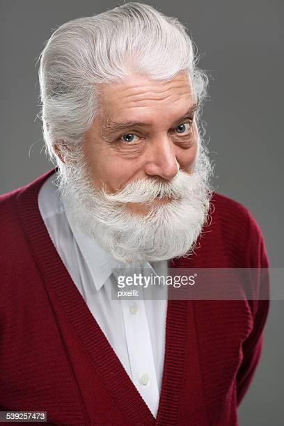 Portrait d'homme senior souriant