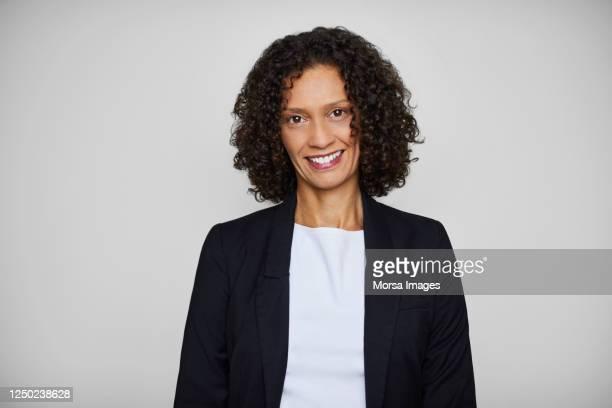 portrait of smiling well-dressed businesswoman. - businesswear fotografías e imágenes de stock