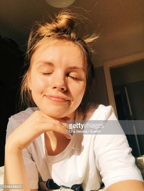 portrait of smiling woman at home - no make up stock pictures, royalty-free photos & images