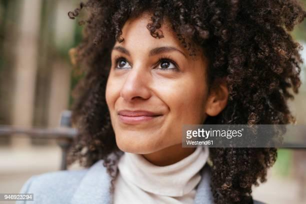portrait of smiling woman looking up - partie du corps humain photos et images de collection
