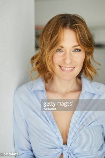 portrait of smiling woman - cleavage stock pictures, royalty-free photos & images