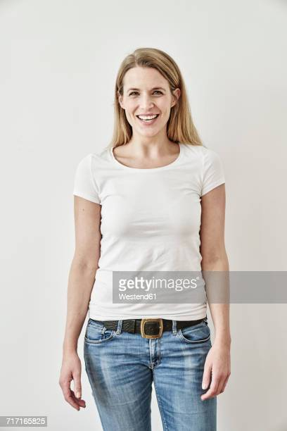 portrait of smiling woman - three quarter front view stock pictures, royalty-free photos & images