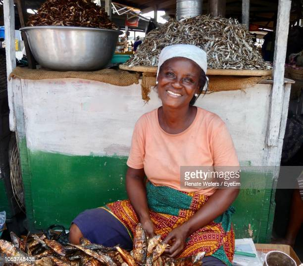 portrait of smiling woman selling fish - gold coast stock pictures, royalty-free photos & images