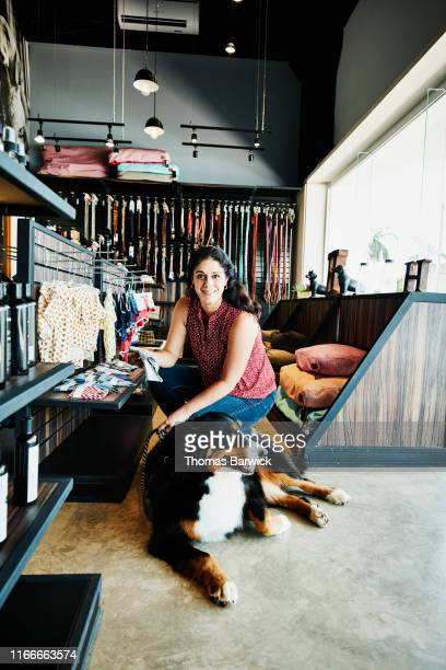 portrait of smiling woman shopping in pet store with dog - pet owner stock pictures, royalty-free photos & images