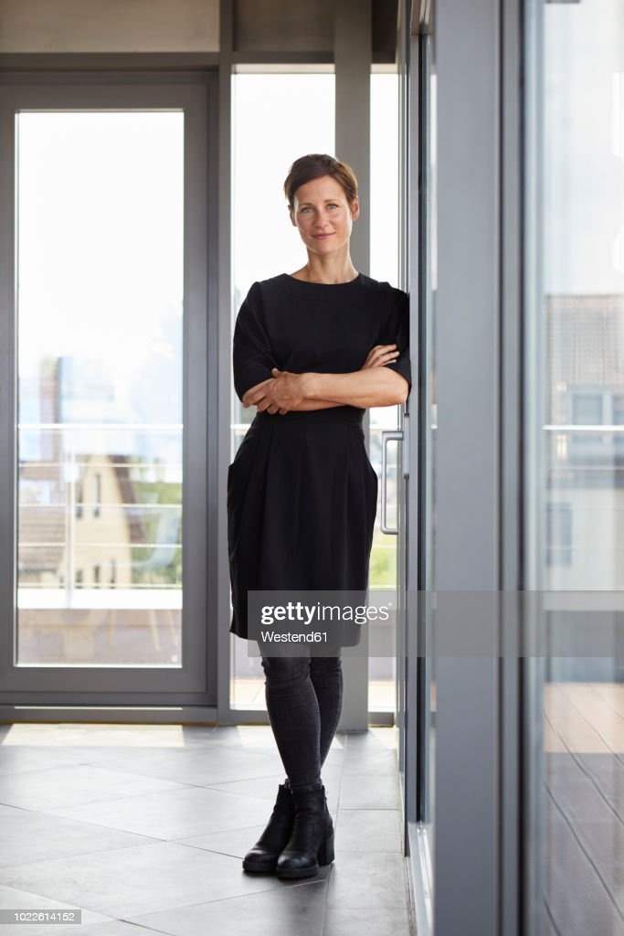 Portrait of smiling woman standing in office : Stock-Foto