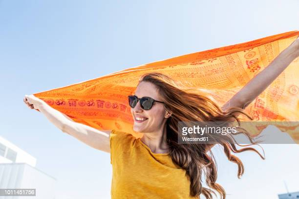 portrait of smiling woman with sunglasses and cloth - sonnenbrille stock-fotos und bilder