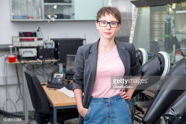 portrait of smiling young adult female researcher in laboratory - stem assunto imagens e fotografias de stock