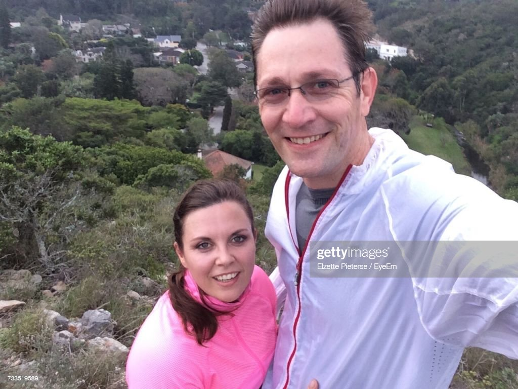 Portrait Of Smiling Young Couple On Top Of Mountain : Stock-Foto