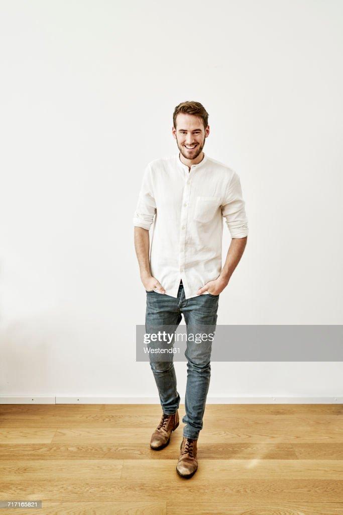 Portrait of smiling young man : Foto de stock