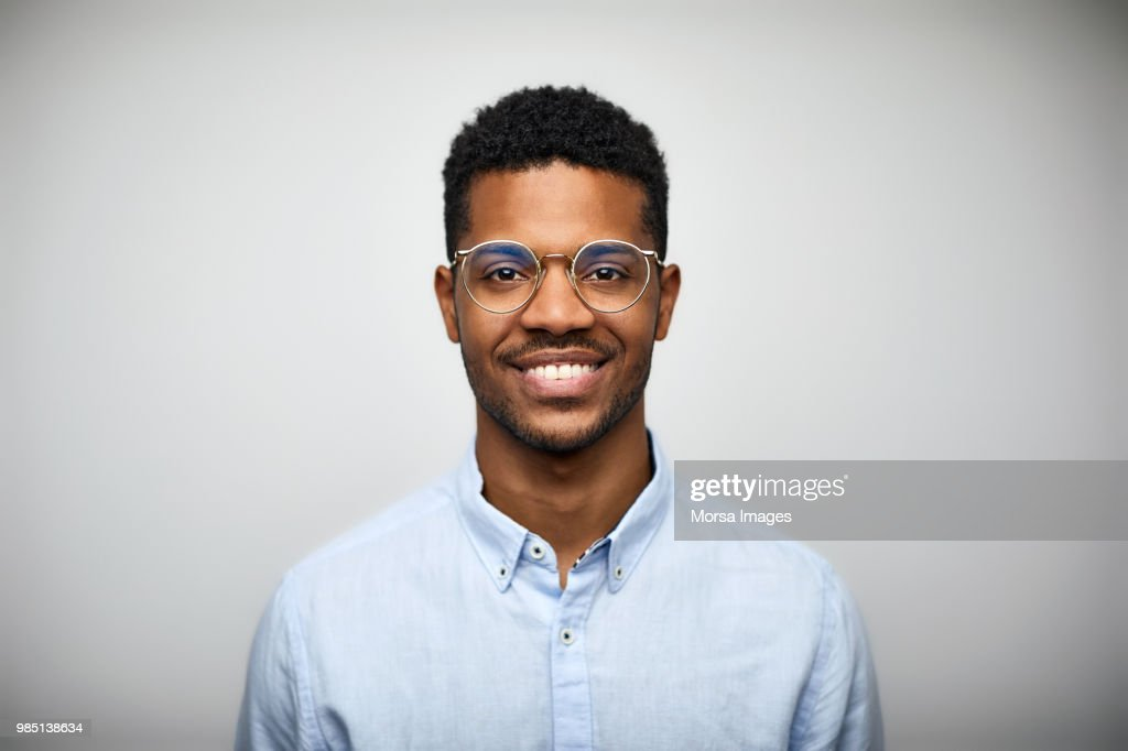 Portrait of smiling young man wearing eyeglasses : Photo