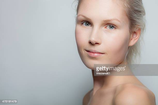 portrait of smiling young woman, studio shot - off shoulder stock pictures, royalty-free photos & images
